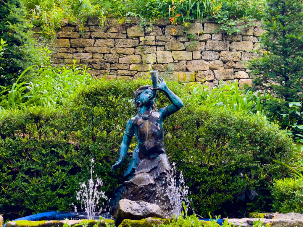 Secret Garden Bronze
